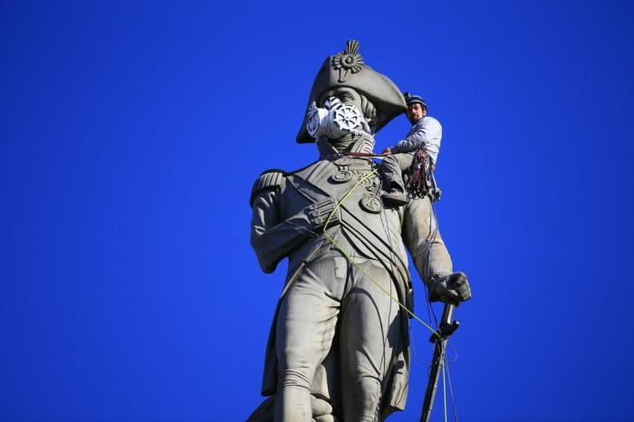 Activists give London statues masks in air pollutionprotest
